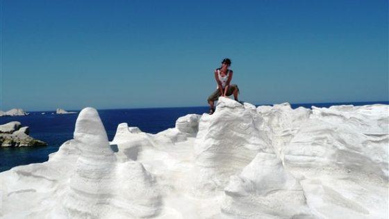 Białe skały na greckiej wyspie