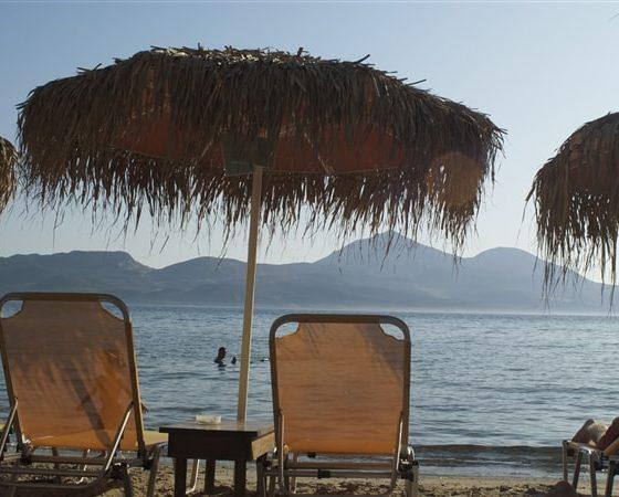 Leżaki na greckiej plaży