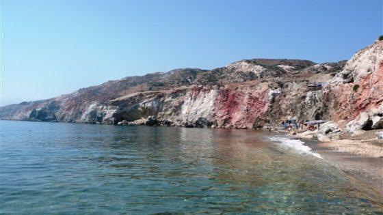 Górskie klify podczas rejsu w Grecji
