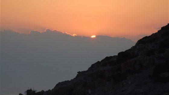 Zachód słońca widziany z jachtu