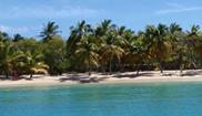 Wyspa Mayreau widziana z jachtu podczas rejsu po Karaibach