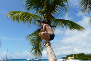 Uczestnik rejsu katamarenem po Karaibach